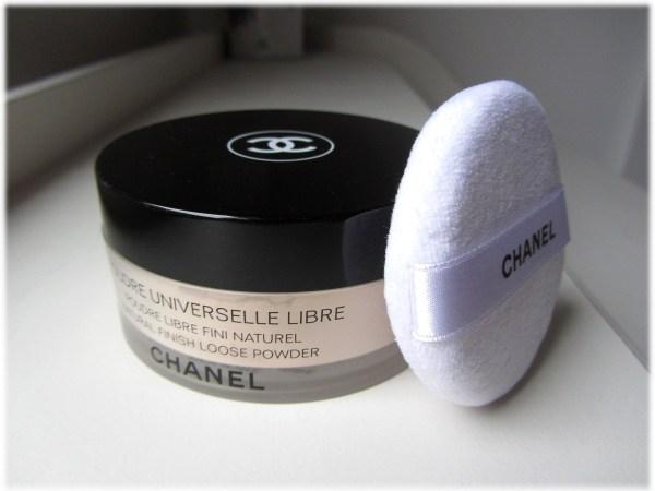 Chanel Poudre Universelle Libre powder puff