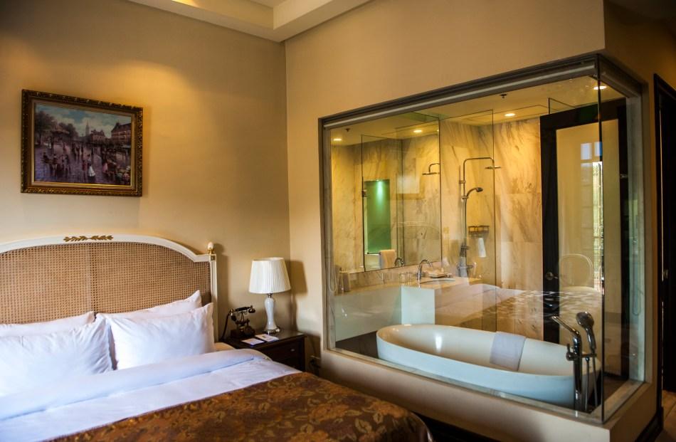 Luneta Hotel Bedroom 4.1