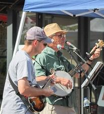 Mike (mandolin) and Tom (banjo)