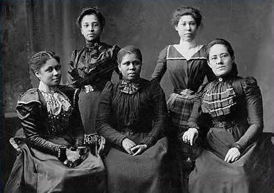 Five officers of the Women's League, Newport, Rhode Island, 1900, Library of Congress, LC-USZ62-51555
