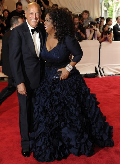 Oscar de la Renta and Oprah Winfrey at The Costume Institute Gala Benefit celebrating American Woman: Fashioning a National Identity at The Metropolitan Museum of Art on May 3, 2010 in New York City.  (Photo Credit: Google Images.)