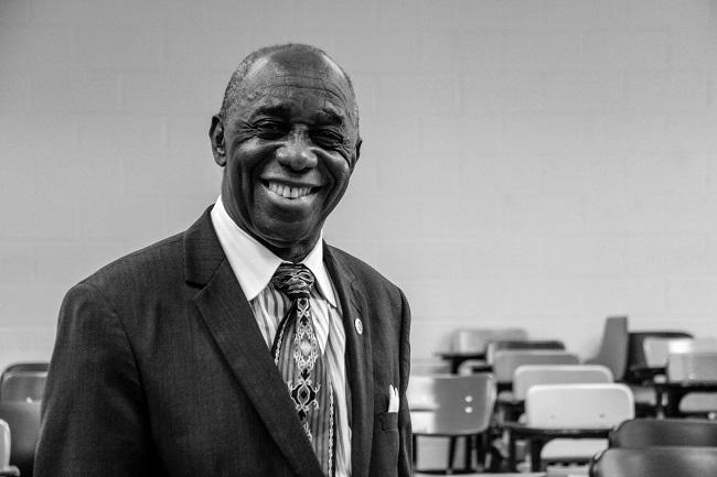 Dr. Thomas Mensah, the co-inventor of fiber optics, delivers a presentation at Usher New Look's Spark Lab (Photo Credit: Tommy Springer, Jr.).