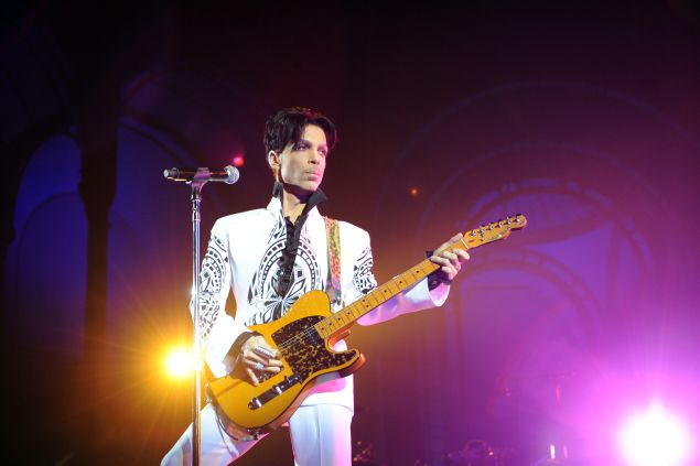 "US singer Prince performs on October 11, 2009 at the Grand Palais in Paris. Prince has decided to give two extra concerts at the Grand Palais titled ""All Day/All Night"" after he discovered the exhibition hall during Karl Lagerfeld's Chanel fashion show. AFP PHOTO BERTRAND GUAY (Photo credit should read BERTRAND GUAY/AFP/Getty Images)"