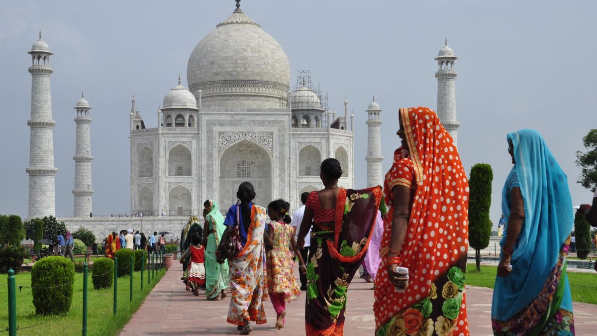Canada suspends flights from India and Pakistan