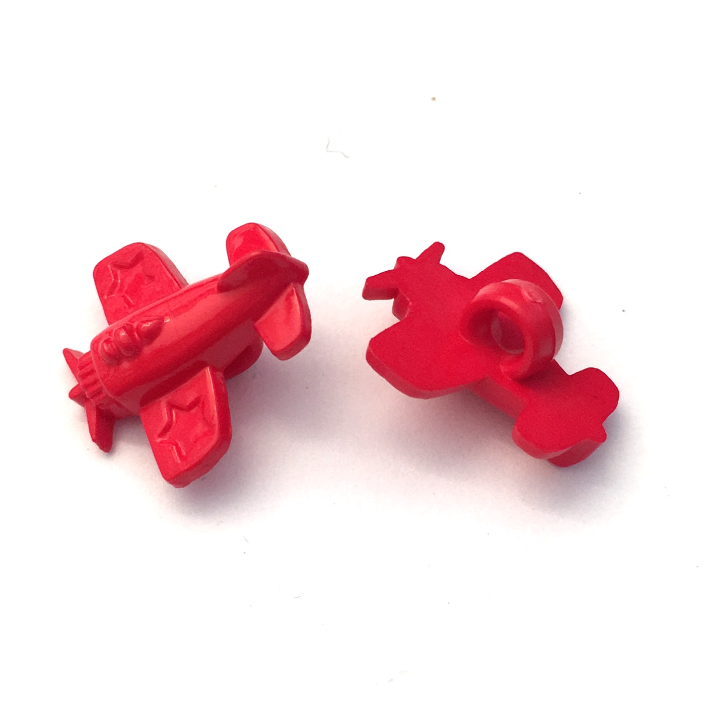 10 x RED AEROPLANE SHAPED BUTTONS ~ size approx 15mm ~ BABIES//CRAFT