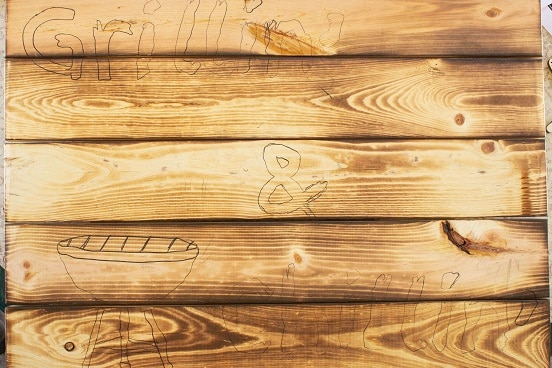 wooden board with traced words - grillin' and chillin'
