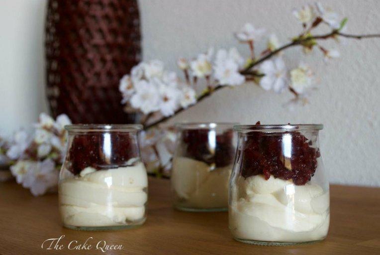 Crema de mascarpone y compota de manzana y cerezas casera