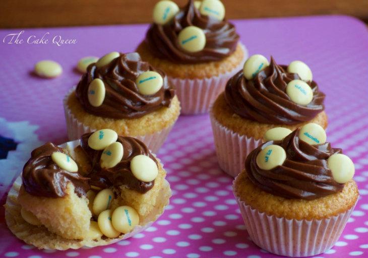 Cupcakes piñata de vainilla con lacasitos white