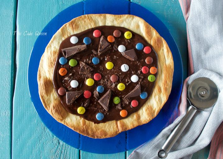 Pizza de chocolate y lacasitos sin gluten