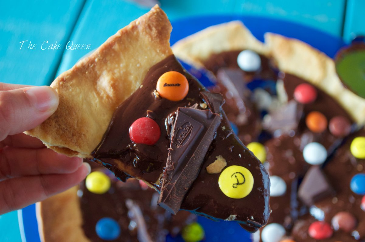 Pizza de chocolate y lacasitos sin gluten