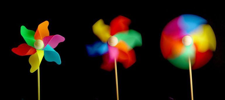 "The Effect of Different Shutter Speeds on a Photograph. ""Windflower-05237-nevit"" by © Nevit Dilmen. Licensed under CC BY-SA 3.0 via Commons - https://commons.wikimedia.org/wiki/File:Windflower-05237-nevit.JPG#/media/File:Windflower-05237-nevit.JPG"