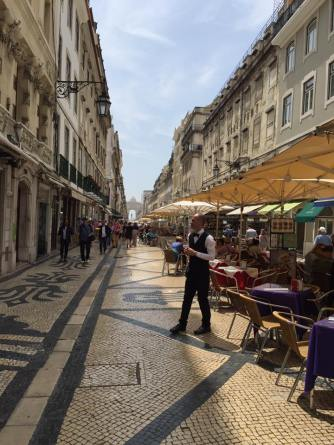 Lunch time in Baixa