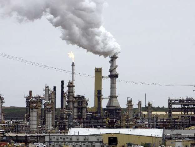 Alberta government imposes oil production cuts for province