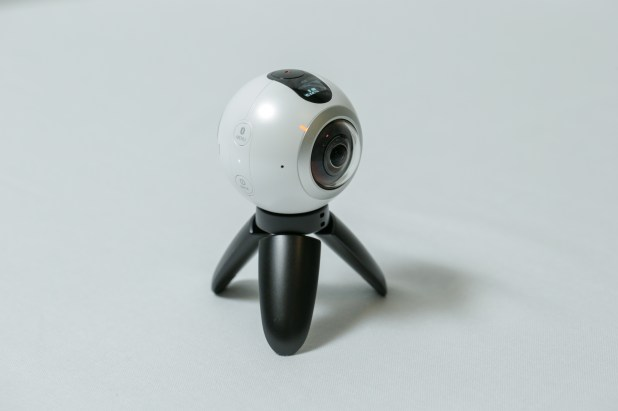 go-hands-on-with-the-gear360-and-see-how-it-change-how-we-capture-our-memories_24878559820_o