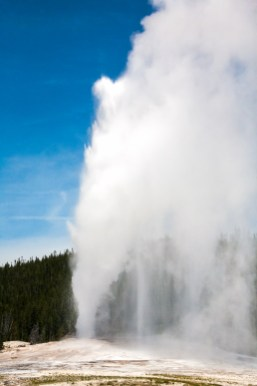 Old Faithful Geyser, Yellowstone National Park, Wyoming, USA