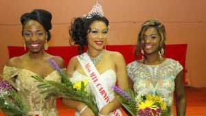 """Miss Jamaica Lettia Mc Nickle (centre),was crowned the new Miss Montreal Carnival Queen. First runner up, Miss Trinidad and Tobago Candy Bajoon (right). Second runner, Miss Haiti Karine Antoine."""