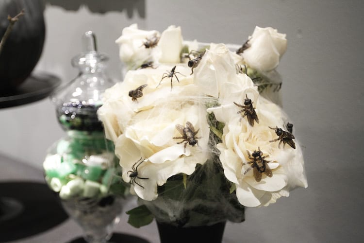 Spider bouquets to turn flower bouquets into spooky objects