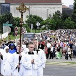 Faithful invited to 'walk with Jesus' in Corpus Christi procession