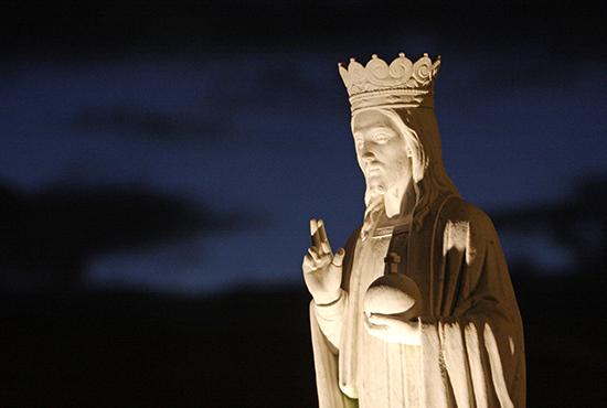 STATUE OF JESUS WEARING CROWN SEEN OUTSIDE NEW YORK CHURCH