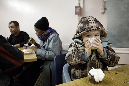 CHILD ENJOYS DRINK AND CUPCAKE AT PHILADELPHIA INN