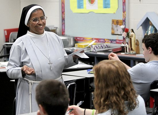 Franciscan Clarist Sister Sancta Ezhanikattu leads preschoolers in song at St. Therese School in Deephaven. She is one of four sisters in her order teaching at the school. Dave Hrbacek/The Catholic Spirit