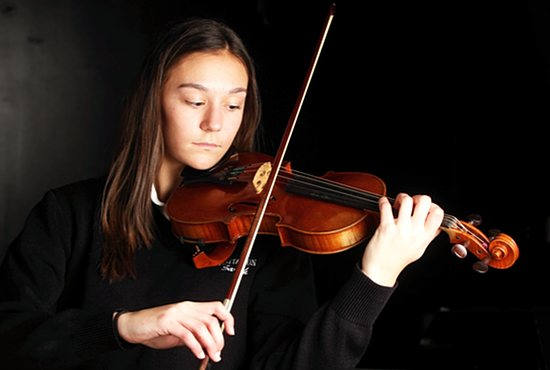 Sarah Betts, a freshman at Convent of the Visitation School in Mendota Heights, used her experience as a violin player to invent a device that helps ease the symptoms of arthritis, which she has herself.  Dave Hrbacek/The Catholic Spirit