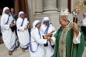 Missionaries of Charity sisters greet Archbishop Hebda outside the cathedral after Mass. Dave Hrbacek/The Catholic Spirit