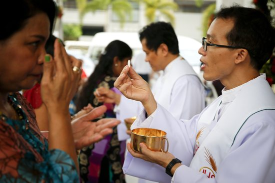 Faithful receive Communion in Bangkok Dec. 25, 2015. Four cardinals said they formally asked Pope Francis to clarify his teaching on Communion for the divorced and civilly remarried and have not received a response in two months. CNS