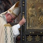 Proclaim Christ the king of mercy, pope says at end of Holy Year