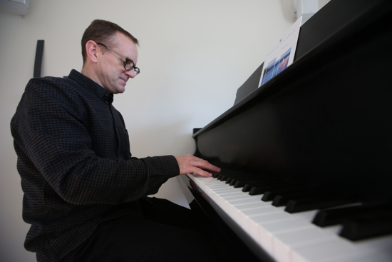"Daniel Kantor plays the Advent hymn ""Night of Silence"""