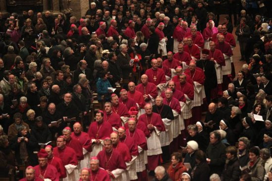Pope calls German bishops to talk about eucharistic sharing