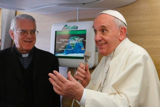 Pope Francis and Pope Benedict XVI communication styles