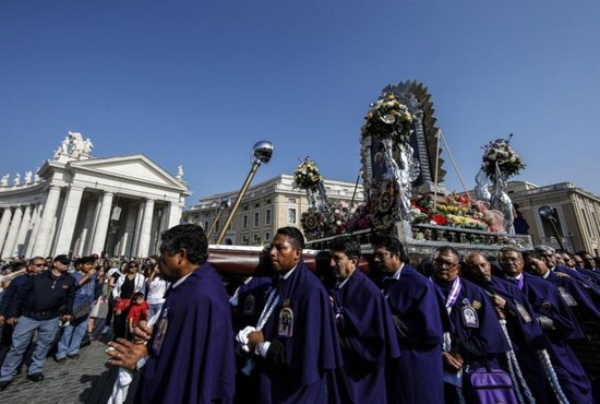 Peruvians arrive in St. Peter's Square Oct. 21 to take part in Pope Francis' Angelus at the Vatican.