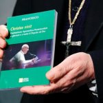 Papal document addresses challenges of evangelizing in the digital age