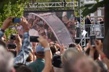 A sea of smartphones in the air as Pope Francis rolls into Independence Mall in the popemobile Sept. 26. (Sun photo | Katherine Long)