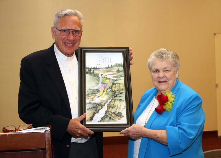 Maryknoll nun receives Matteo Ricci Award for building bridges with China
