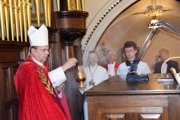 bishop blesses console - Glory days begin for basilica's mighty Skinner organ