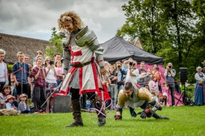 Sulgrave Manor Medieval Jousting Show 2017 - Medieval Tudor Wedding - Jousting Tournament with The Cavalry of Heroes - Down but not out