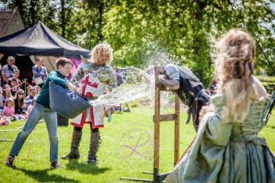 Sulgrave Manor Medieval Jousting Show 2017 - Medieval Tudor Wedding - Jousting Tournament with The Cavalry of Heroes - Dark Knight gets soaked