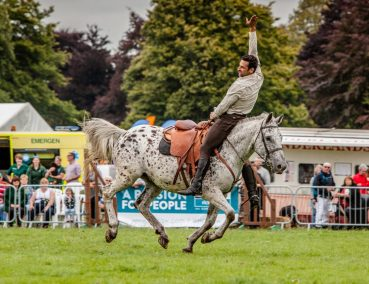 Herefordshire Country Fair - WW1 Horses and Heroes - Trick Riding - Over the neck salute