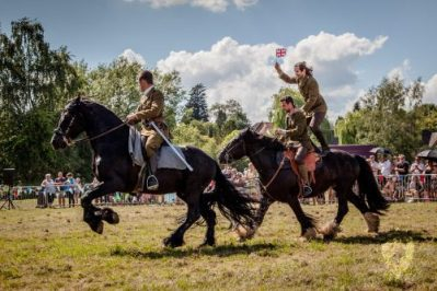 042 The Cavalry of Heroes performing WW1 Trick Riding Horse Show at Kinver Country Fair 2017 Romans, Knights and Highwayman on Horses