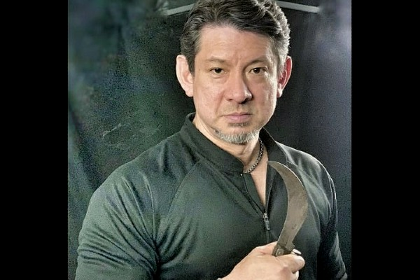 Edged-impact weapon specialist; Doug Marcaida