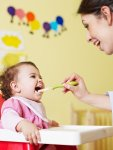Tips & tricks on how to feed baby solids 01