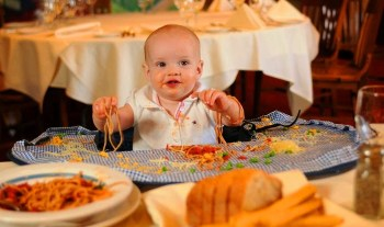 7 Ways to enjoy eating at restaurants with kids