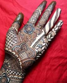 Mehndi designs for karwa chauth 43