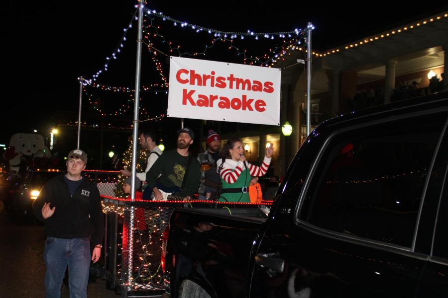 Oxford prepares for holiday season with annual Christmas parade