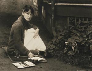"""Georgia O'Keeffe painting outside Stieglitz family home in Lake George. 1918. Photo by Alfred Stieglitz."