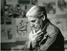 Willem de Kooning (who had a creative rivalry with Pollock) (1904-1997) in his studio. Unknown Photographer,<br /> 1961.
