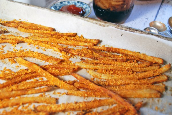 Garlic Paprika Parmesan French Fries | The Charming Detroiter
