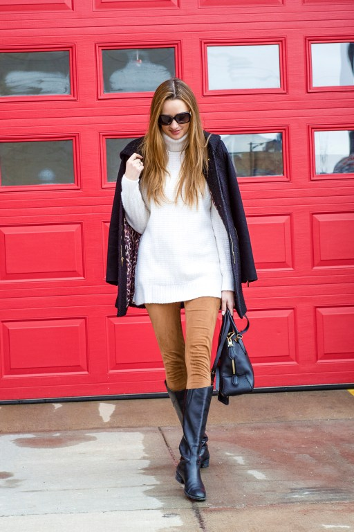 Today I'm pairing these comfy brown suede leggings with a pair of classic black leather boots, a cozy and chunky ivory sweater, and my new favorite sunnies!